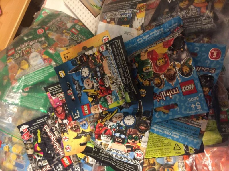 lego mystery minifigrues batman and series 5.jpg